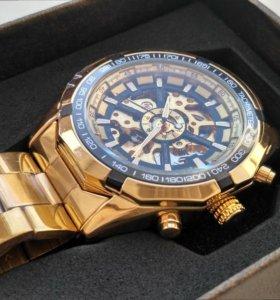 Продаю необычные часы механические