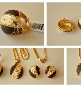 Комплект украшений с напылением золота.