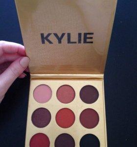 Палетка теней Kylie.