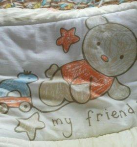 Набор в кроватку, пеленал. столик и кенгуру.