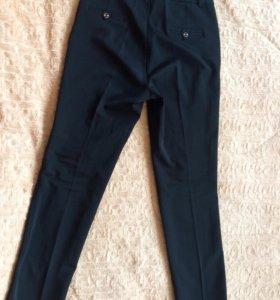 Строгие, широкие брюки со стрелками