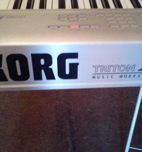 Синтезатор Korg triton le 61