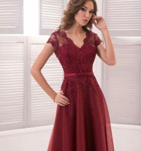 Платье цвета марсало