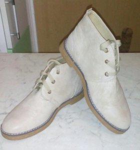 Продаю женские ботинки