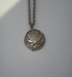 Подвесной медальон Канабис