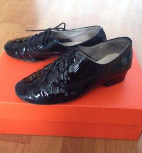 Туфли для мальчика для занятий бальными танцами.