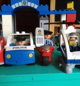 Лего Дупло Полицейский участок.