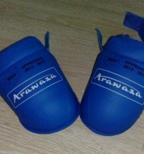 Накладки на ноги для занятий каратэ и др.
