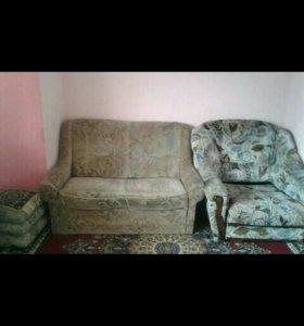 Диван и кресла.