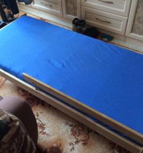Кроватка детская с матрасом..