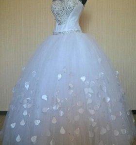Новое свадебное платье 42-46