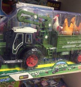 Трактор с курицами