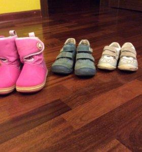 Кроссовки,ботинки и сапоги.