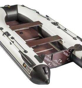 Комплект лодка+мотор (2 раза была на воде).
