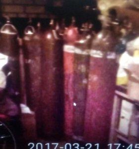 Баллоны из под газа гелия объемом 40 литров.