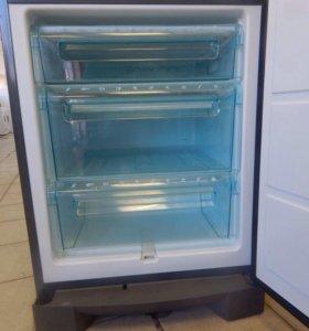 Холодильник Electrolux.