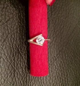 Серебряное кольцо с фианитом 925 пробы