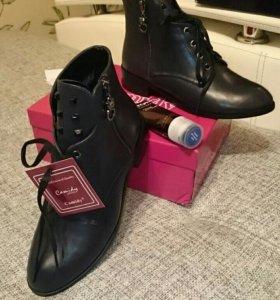 Стильные новые ботинки женские
