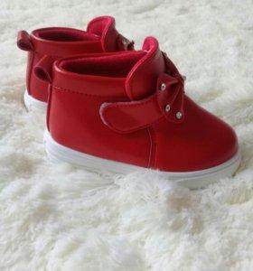 Ботинки на девочкв