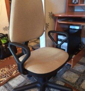Продам компьютерный стол и стул