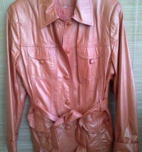 Нарядная кожаная куртка 50 размера