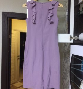 платье с подолом на спине