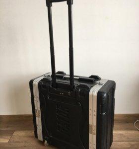 Рэковый чемодан на колёсиках Gator GRR-4L