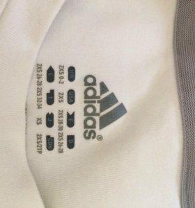 Футболка adidas,в отличном состоянии,размер 40-42