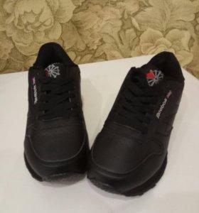 Новые кроссовки женские