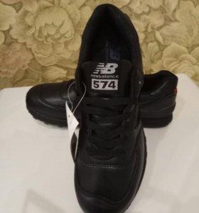 Новые кроссовки мужские 40 размер