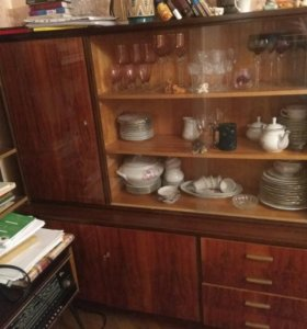 Сервант старинный для посуды