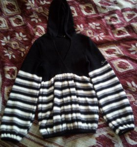Полосатый свитер, кофта с капюшоном