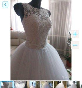 Белоснежное пышное свадебное платье с кружевом