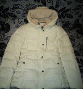 Белая куртка pull&bear