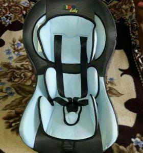 Автомобильное кресло.