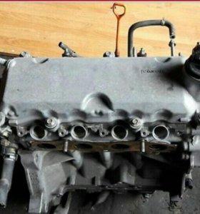 Двигатель HONDA.