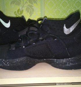 Продам баскетбольные кросовки Nike Huperrev 2016