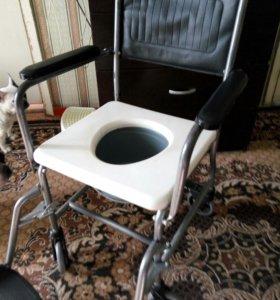 Санитарное кресло для тяжело больных