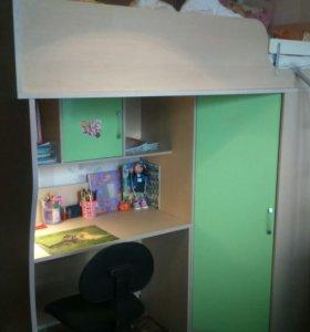Кровать-чердак + матрац + письменный стол