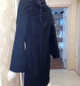 Пальто чёрное классическое.