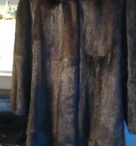 Норковая шуба длинная с капюшоном.
