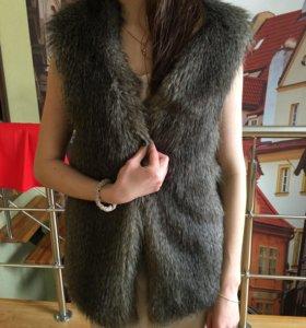 Продаю меховую жилетку
