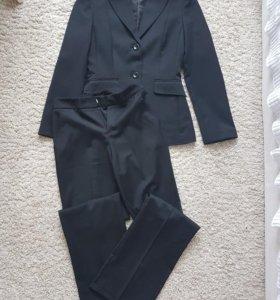 Новый шерстяной костюм Stefanel 42 размер