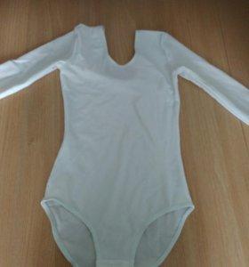 Белый гимнастический купальник, рукав в 3 четверти