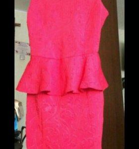 Красное платье с юбочкой