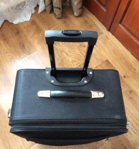 Новый чемодан на колёсиках