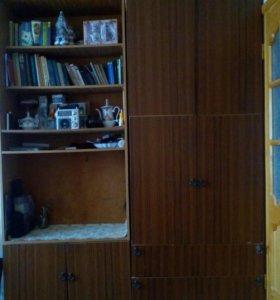 Плательный и книжный шкаф