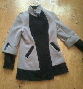 Продаю пальто 1000