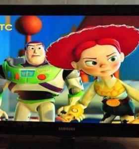 Большой красочный ЖК телевизор Samsung 81 см