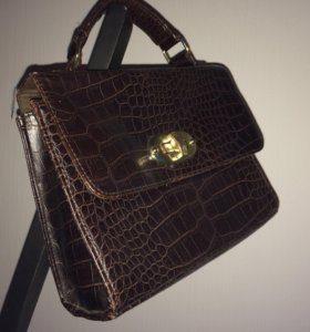 сумка-саквояж в ретро стиле